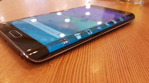 Samsung Galaxy Note Edge ด้านขวา