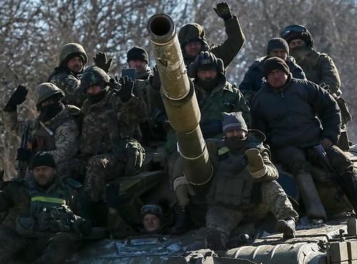 Fuerzas ucranias se retiran de la asediada Debáltsevo
