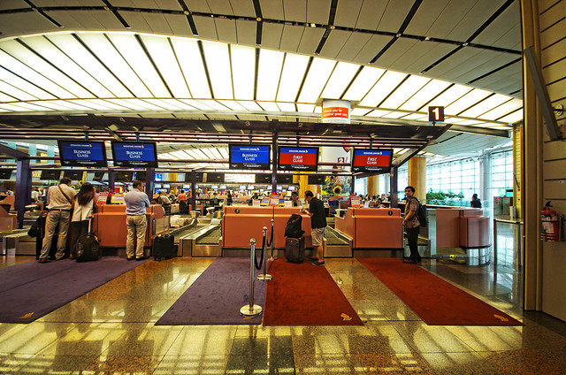 check-in counter for singapore airlines business class
