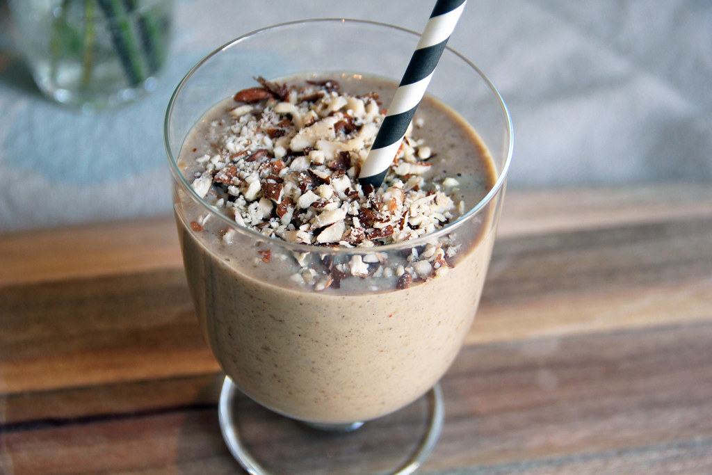 Smoothie_almonds_peanuts