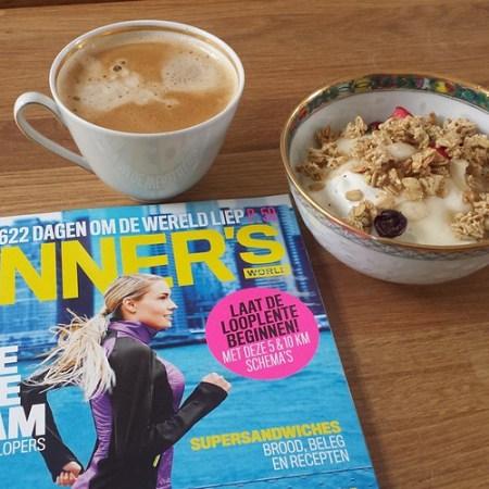 Net terug van de zwaarste training in de voorbereiding naar de #marathon ... nu even nagenieten van #koffie yoghurt met #granola en #runnersworld. #ParisMarathon #marathontraining #interval