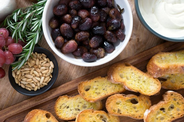 roasted grape crostini components