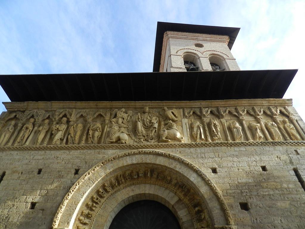 friso portada exterior Iglesia Santiago Carrión de los Condes Palencia  10
