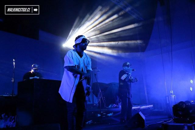@zonorapoint en vivo, lanzamiento disco #CAFV de #ComoAsesinarAFelipes en #TeatroItalia #HipHop #HipHopChileno #Rap 27.11.2014