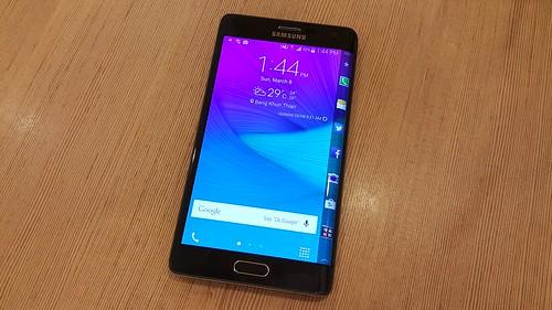Samsung Galaxy Note Edge ด้านหน้า