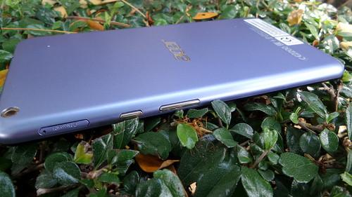 Acer Iconia Talk S ด้านขวา