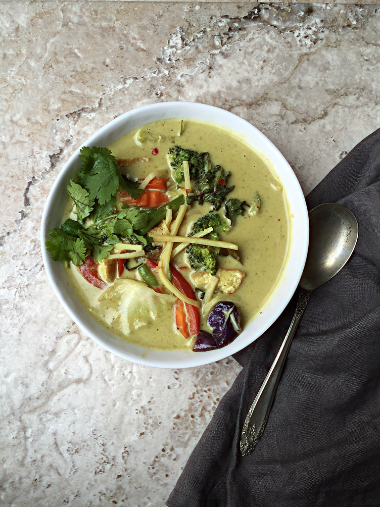 INDO THAI - SPICY CHICKEN CURRY with VEGETABLES