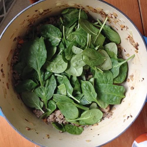 adding spinach to all the veggies turkey pasta