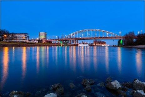 Arnhem rijnkade en John Frostbrug @Bluehour