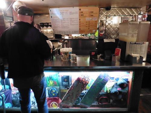 Dónde comer y gastronomía en Nueva York: Hot Dogs en Crif Dogs.