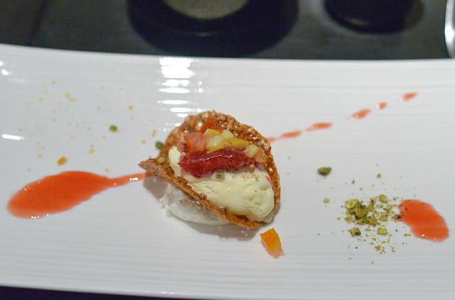 pistachio cookie with meringue ice cream