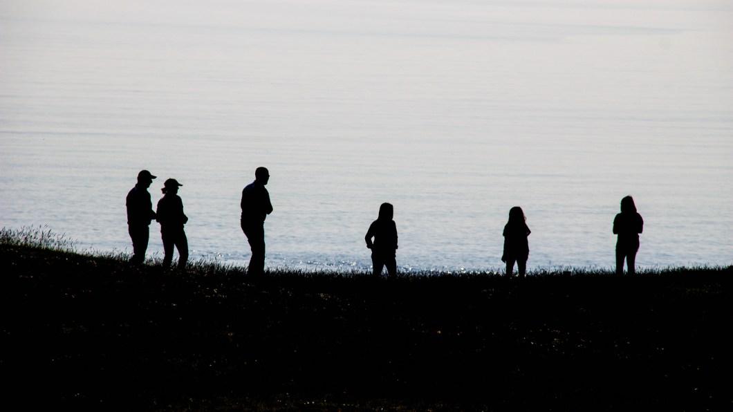 Imagen gratis de gente en la orilla del mar