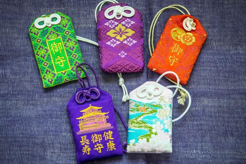 Regalos y souvenirs de Japón: el omamori o amuleto de la buena suerte