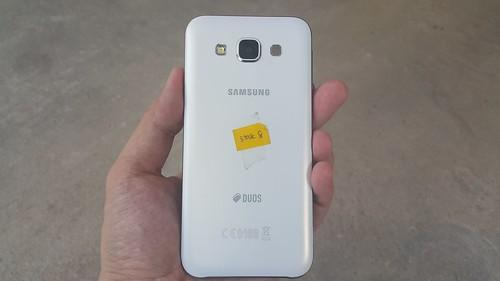 Samsung Galaxy E5 ด้านหลัง