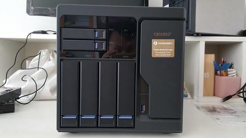 QNAP TVS-682T ด้านหน้า