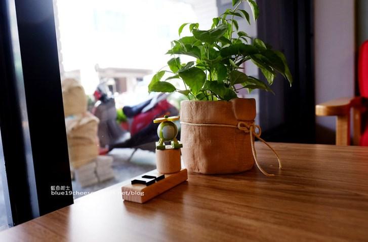 28543179836 20fb85c340 c - 旅圖好咖You Tu Cafe-盤餐巧巴達午時特餐沙拉點心.還有漂亮的微舒打系列飲品.世紀小吃對面