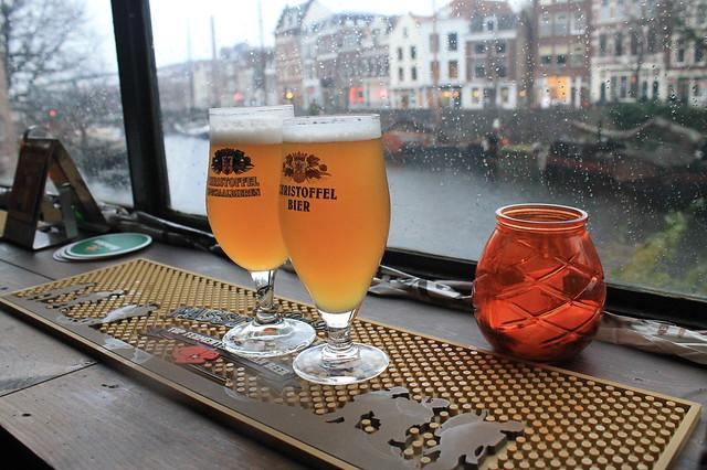 Cervezas en el barrio antiguo de Róterdam