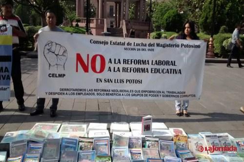 """Presentan maestros sindicalizados """"Libros de Texto Alternativos"""""""