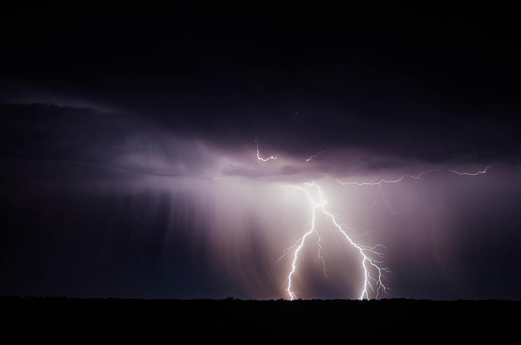 Imagen gratis de rayos en una tormenta nocturna