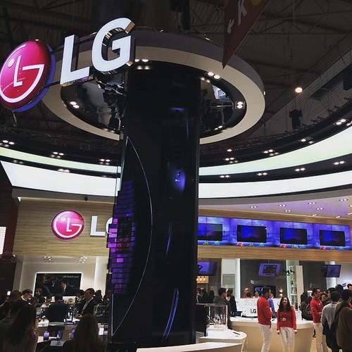 LG MWC15 stand