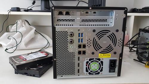 QNAP TVS-682T ด้านหลัง