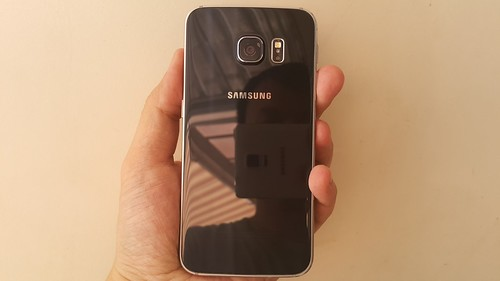Samsung Galaxy S6 edge ด้านหลัง