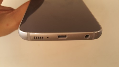 Samsung Galaxy S6 edge ด้านล่าง