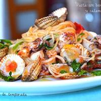 Pasta con berberechos y calamar