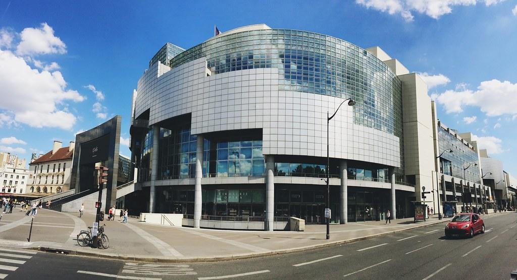 L'opéra Bastille, conçu par l'architecte uruguayen Carlos Ott