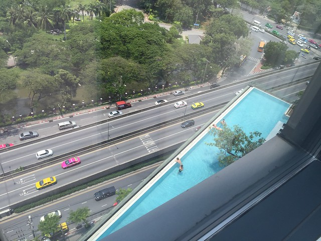 Vue la Piscine depuis la chambre - Sofitel So Bangkok