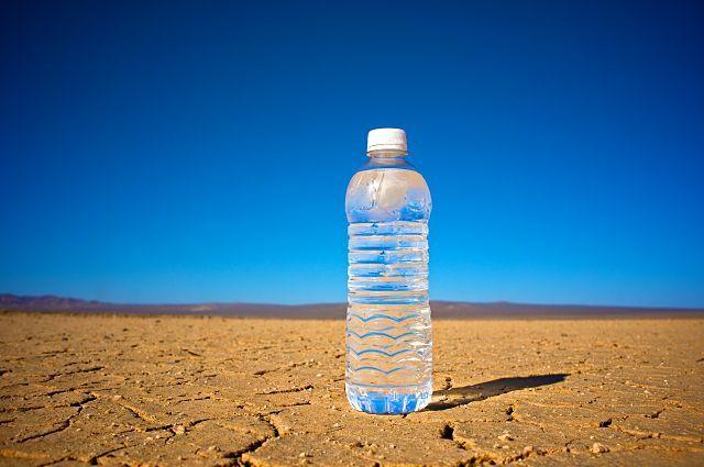 cuánta agua debemos beber