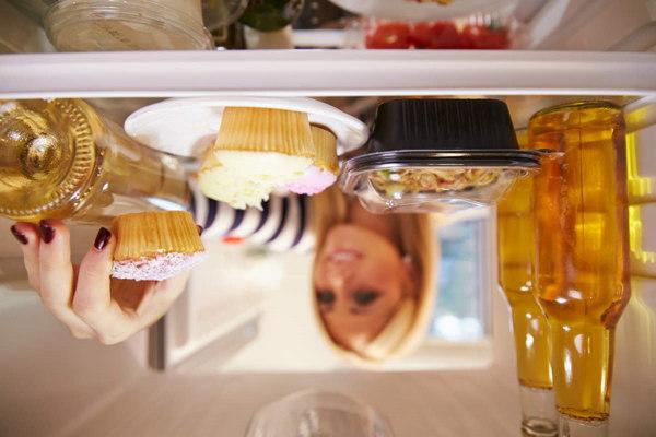 Dormir poco nos hace comer más comida basura