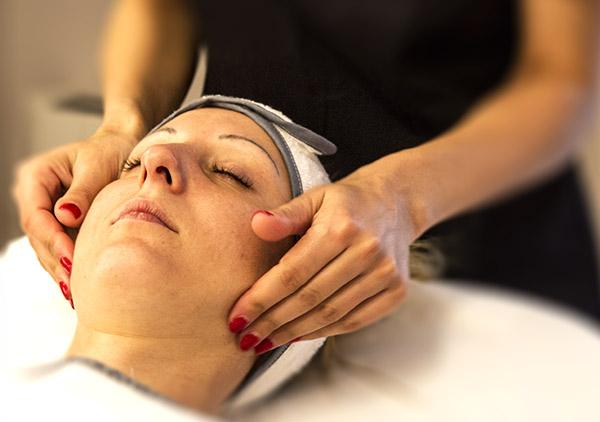 Trattamenti viso, peeling viso, massaggi, scrub, estetica viso presso Centro Estetico ECO Novara