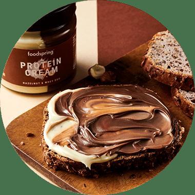 Crema proteica alle nocciole, cocco e duo foodspring a Novara