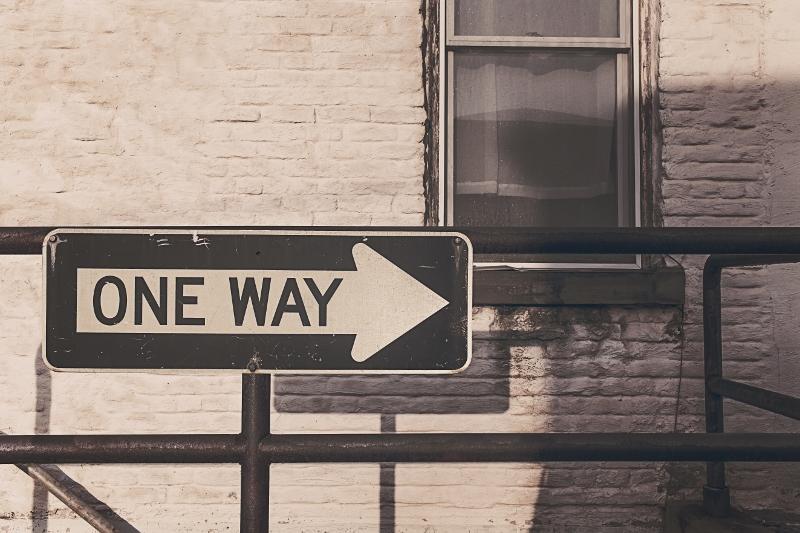 Sólo hay un camino. photo credit: gratisography