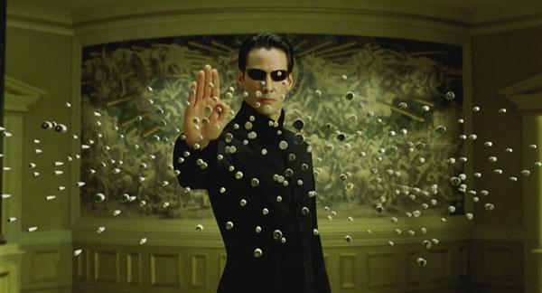 Neo stops bullets Keanu Reeves (Neo) en Matrix Reloaded
