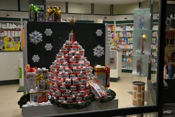 Llega la navidad en la farmacia for Decoracion de farmacias