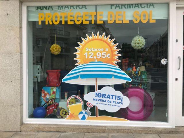 escaparate-farmaia-allariz-verano-farmaflow