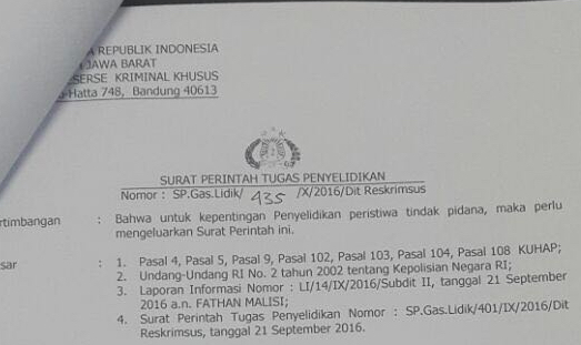 Hi farmasetikers! Akhir-akhir ini beredar melalui pesan berantai sebuah surat perintah tugas penyelidikan bernomor : SP.Gas.Lidik/435/X/2016/Dit Reskrimsus dari Reserse Kriminal Khusus, Kepolisian Daerah Jawa Barat (RESKRIMSUS POLDA JABAR) yang ditandatangani tanggal 4 Oktober 2016 oleh Direktur Kriminal Khusus POLDA JABAR, Drs. A. Kliment Dwikorjanto, M.Si. Dalam surat ini diperintahkan 10 orang anggota kepolisian untuk melaksanakan tugas Kepolisian dalam rangka Penyelidikan terhadap dugaan tindak pidana yang berkaitan dengan Kesehatan, Kedokteran dan Farmasi serta perlindungan dan pengelolaan lingkungan hidup sebagaimana dimaksud dalam Undang Undang RI No.36 Tahun 2009 Tentang Kesehatan, UU RI No 7 Tahun 1963 tentang Farmasi, UU RI No.36 Tahun 2014 tentang tenaga medis dan UU RI No.32 tentang perlindungan dan pengelolaan lingkungan hidup. Ditugaskan untuk membuat rencana penyelidikan dan melaporkan setiap hasil perkembangannya kepada Direktur Reskrim POLDA JABAR. Surat tugas ini sejak tanggal 4 Oktober hingga 15 Oktober 2016. Menyikapi beredarnya surat ini, muncul pula himbauan dari Pengurus Daerah Ikatan Apoteker Indonesia (PD IAI Jabar) melalui pesan berantai. *INFO SANGAT PENTING* Bahwa terkait dg beredarnya Surat dari Direskrimsus Polda Jabar tgl 4 Okt 2016 di media sosial secara luas, maka PD Jabar Surat sedang mendalaminya. Namun demikian, kami mohon kpd Ketua PC agar melakukan upaya-upaya perlindungan ke segenap Anggota di wilayah masing-masing dengan cara menghimbau utk: 1) Mentaati untuk memasang Papan Praktik. 2) Konsisten melaksanakan Praktik. 3) Mentaati SOP sesuai ketentuan yg berlaku. 4) Memperkecil peluang praktik dilakukan tanpa ada apoteker. 5) Ketua PC secepatnya menyampaikan informasi apapun ke PD bila ada hal-hal yg dianggap perlu. Dihimbau kepada _Setiap Anggota_ utk meningkatkan kewaspadaan dan kehati-hatian dg memastikan diri telah memiliki _Izin Fasilitas_ & _Izin Praktik_ yg masih berlaku. *Rapatkan Barisan Apoteker se-Jawa Barat* Ketika d