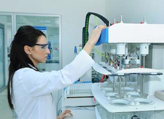 Apa itu Farmasi Industri?