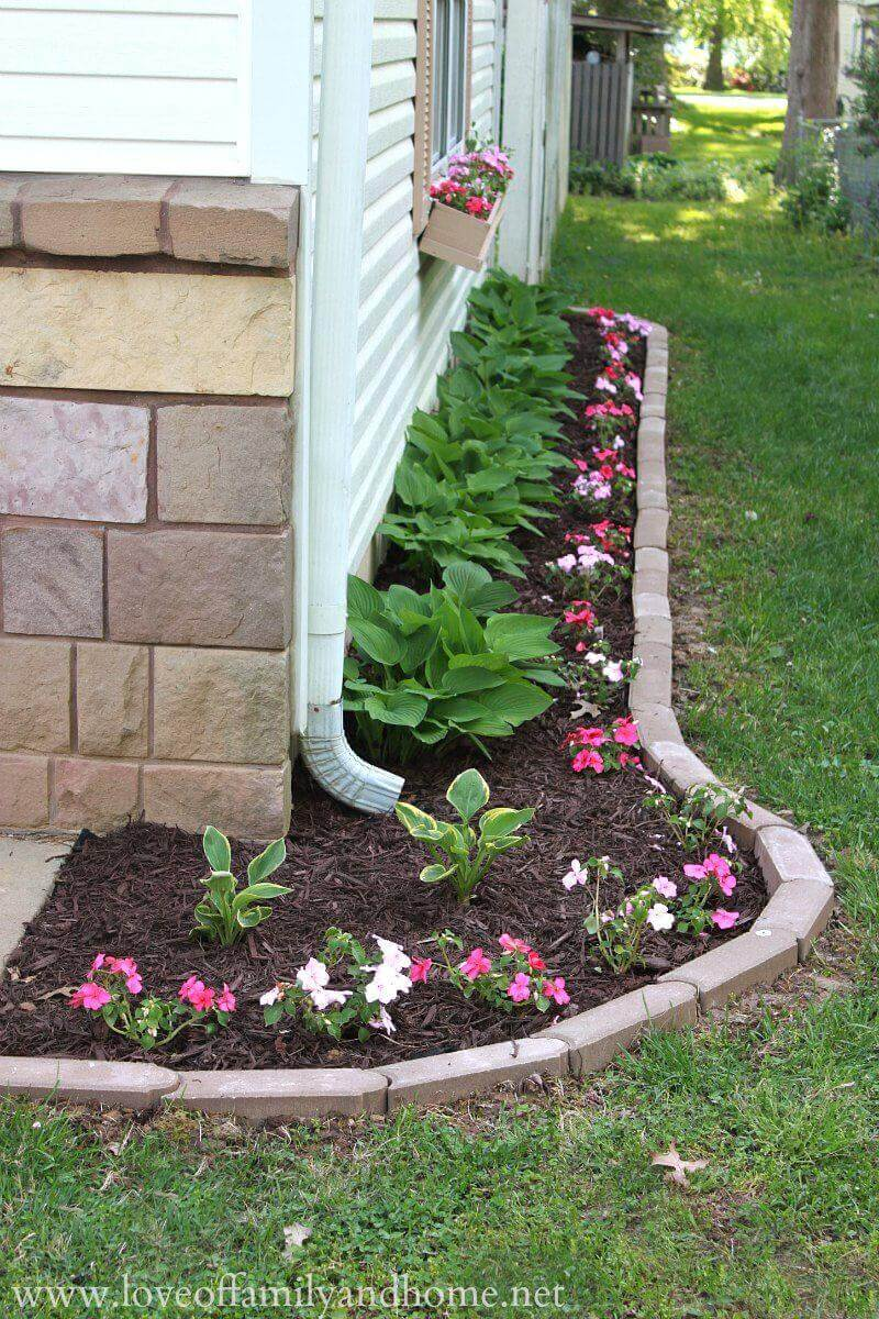 DIY Lawn Edging Ideas For Beautiful Landscaping: Simple Flower Bed with Brick Border