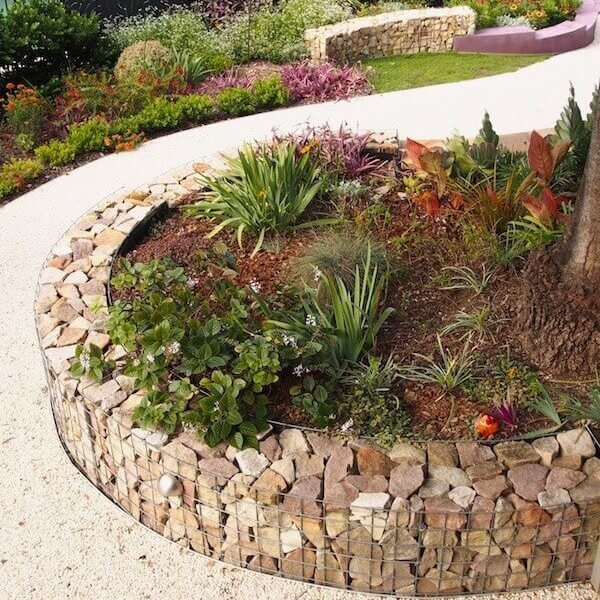 DIY Lawn Edging Ideas For Beautiful Landscaping: Raised Flower Beds with Stone Walls