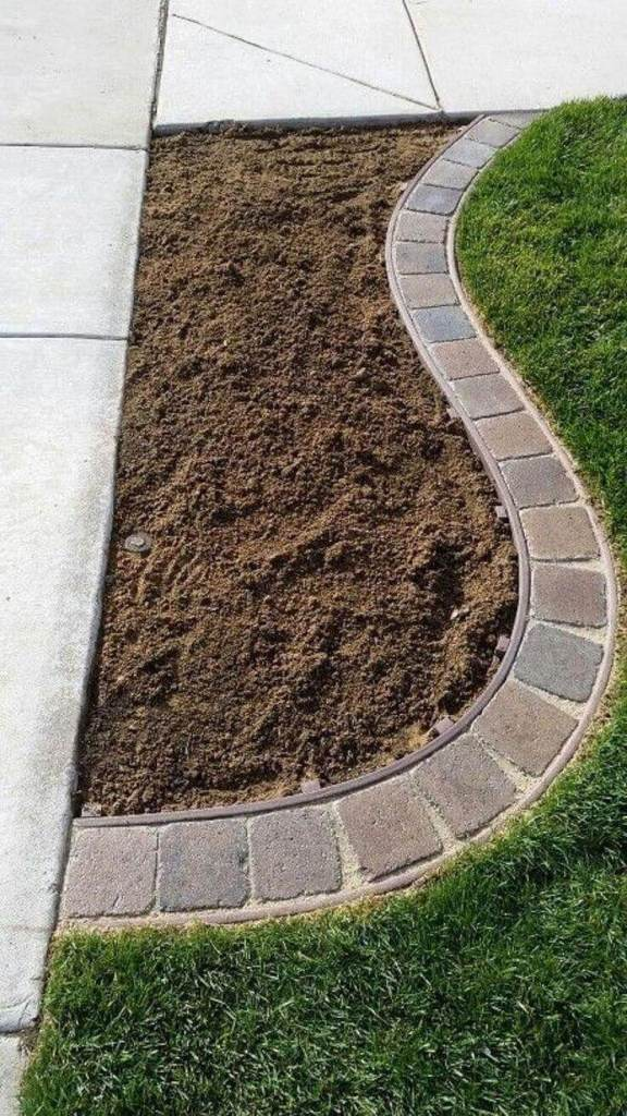 DIY Lawn Edging Ideas For Beautiful Landscaping: Simple Square Brick Corner Edge