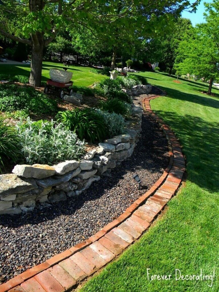 DIY Lawn Edging Ideas For Beautiful Landscaping: Triple-edged Garden with Stones, Pebbles, and Brick