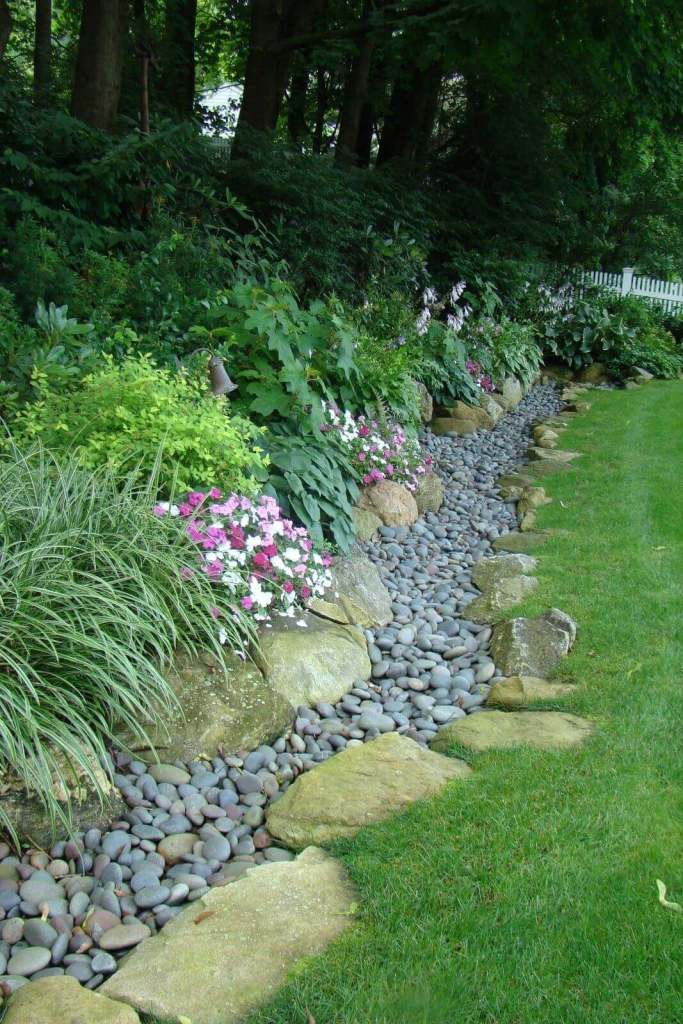 DIY Lawn Edging Ideas For Beautiful Landscaping: Garden's Edge with Large and Small River Stones