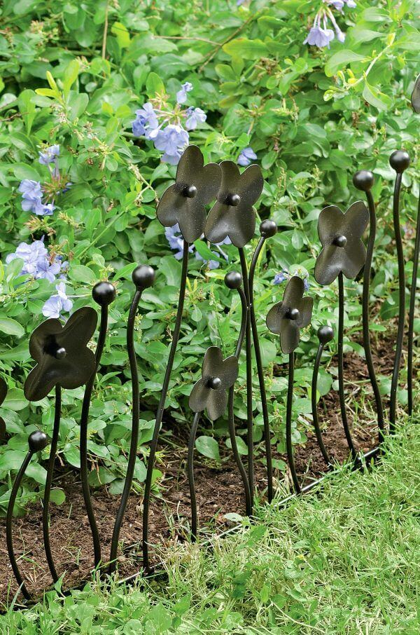 DIY Lawn Edging Ideas For Beautiful Landscaping: Decorative Dark Metal Flower Stakes