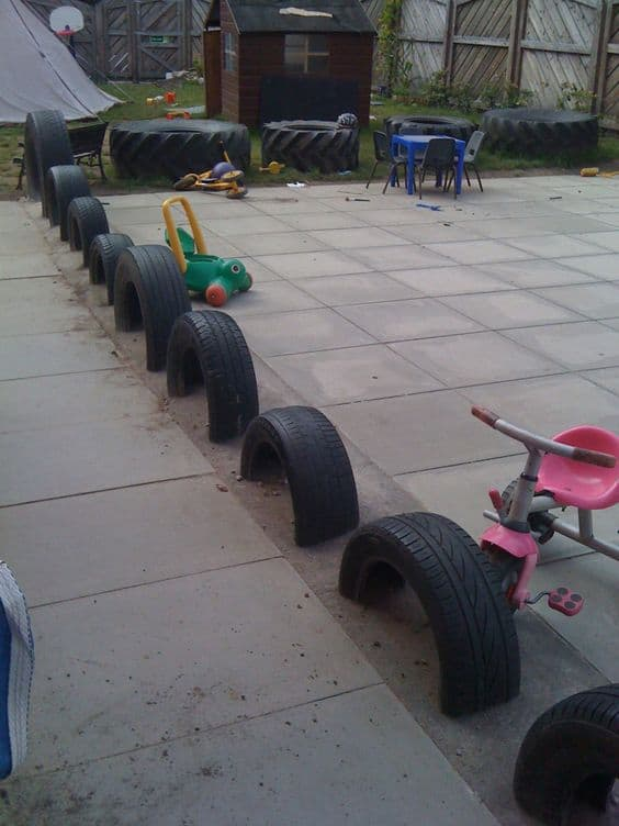 DIY Lawn Edging Ideas For Beautiful Landscaping: Tyre Edging Ideas