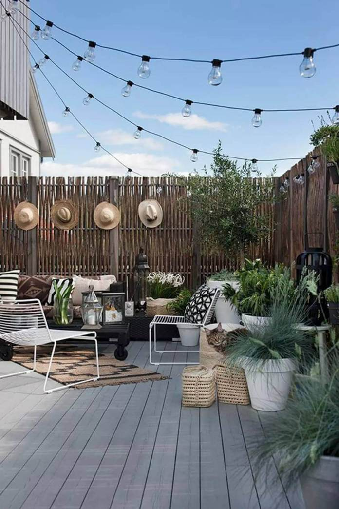 Festive Party DIY Patio Decoration Ideas With Hats