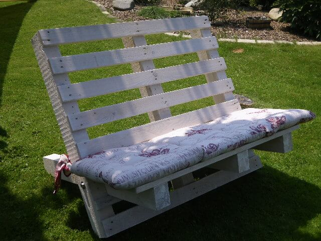 DIY Outdoor Furniture Projects: Hand Assembled Picket-Fence Bench