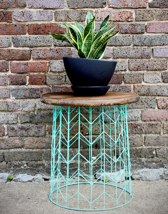 DIY Outdoor Furniture Projects: Hip Hand Painted Wire Basket Table